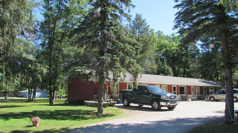 Woodland Motor Lodge Motel And Cabins In Grayling Michigan